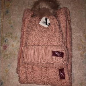 UGG Australia woman pink scarf and hat set